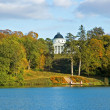 Autumn park with a lake and the palace — Stock Photo
