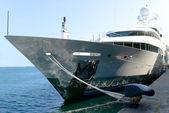 Luxury yacht docked In dock — Foto de Stock