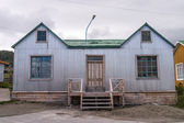 House with corrugated metal wall — 图库照片