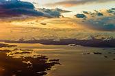 In het vliegtuig dichtbij ushuaia zonsondergang stemming — Stockfoto