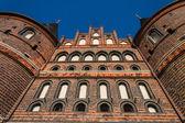 Lübeck holstentor z pod — Stock fotografie