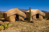 Titicaca lake Peru Uro 2 huts — Stock Photo