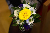 Yellow rose bouquet for a marriage in a hand — Stock Photo