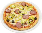Pizza calabrese z płaskim kiełbasa salami ser boczek i grzyby — Zdjęcie stockowe