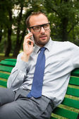Businessman talking on mobile phone — Stock fotografie