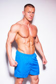 Bodybuilder posing — Stockfoto