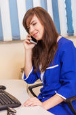 Female doctor with mobile phone — Stockfoto