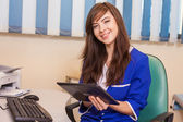 Female doctor using tablet — Stockfoto