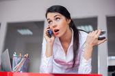 бизнес-леди с помощью мобильного телефона — Стоковое фото