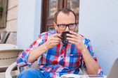 Man dricker kaffe — Stockfoto