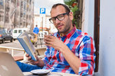 Man reading book and drinking coffee — Stock Photo