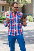 Man with mobile phone and digital tablet — Stock fotografie