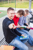 Students at school field — Stock fotografie