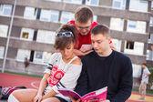 Students reading book — Fotografia Stock