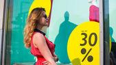 Happy woman shopping at  mall — Stock Photo