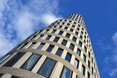 Een hoog stijgingsgebouw in centrum Berlijn — Stockfoto