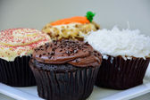 Chocolate, Velvet, Carrot, and Coconut Cupcakes — 图库照片