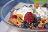 Corn flakes with berries — Stock Photo