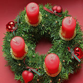 Advent wreath with four red candles, above view — Stock Photo
