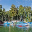 Waterfront of starnberger see, boat house and sailing boats, germany — 图库照片