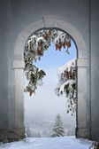 View through arched gate to winter landscape — Stock Photo