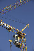 Building crane with steeple cab, against blue sky — Stock Photo