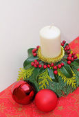 Natural advent decoration with candle and baubles — Stock Photo