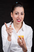 Woman eat yellow lemon — Stock Photo