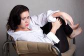 白人男性のシャツの長髪の女性の肖像画 — ストック写真