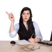 νεαρή γυναίκα με το ακουστικό — Φωτογραφία Αρχείου
