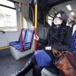 mulher de ônibus — Foto Stock