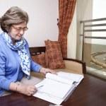 старший бизнес-леди к записи — Стоковое фото