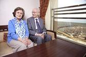 Feliz pareja de ancianos — Foto de Stock