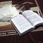 A Jewish praying shawil and a Jewish prayer book — Stock Photo