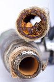 Zkrachovalý rezavé potrubí — Stock fotografie