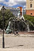 Neptuna fontanna alexanderplatz, berlin, niemcy — Zdjęcie stockowe