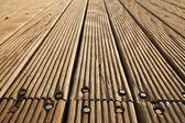 ボルトの木製デッキ — ストック写真