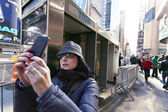 Cellular Photography Tourist Times Square Manhattan New-York Win — Stock Photo
