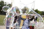 Making Soap Bubbles at Mauerpark — Stock Photo