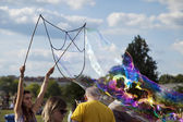 Making Soap Bubbles at Mauerpark — Stock Photo