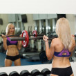 Strong girl lifting heavy weight — Stock Photo