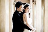 Asian wedding couple show concept of love — Stock Photo