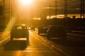 日没時の道路交通のビュー — ストック写真