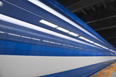 Szybko pociąg metra przechodzi — Zdjęcie stockowe