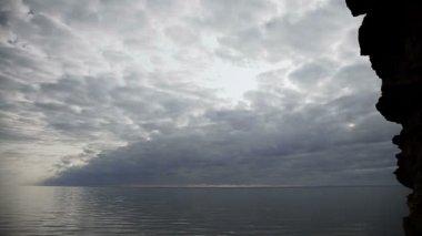 Horizon seashore timalapse with crazy sky — Stock Video