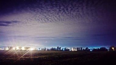 Туманный ночное небо — Стоковое видео