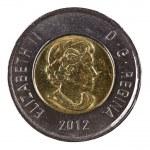 Ottawa, Canada, Avril 13, 2013, A brand new shiny 2012 Canadian two dollars — Stock Photo #26058479