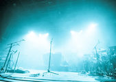 Microphones on empty stage waiting for musicians to come — Stock Photo