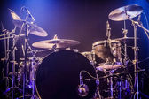Drumkit on empty stage waiting for musicians — Stockfoto