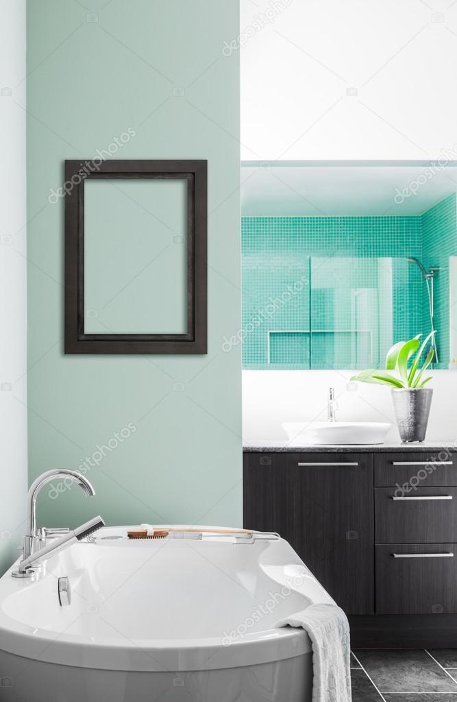 Baño Blanco Para Bizcocho:Cuarto de baño moderno con suaves tonos pastel verdes — Foto de